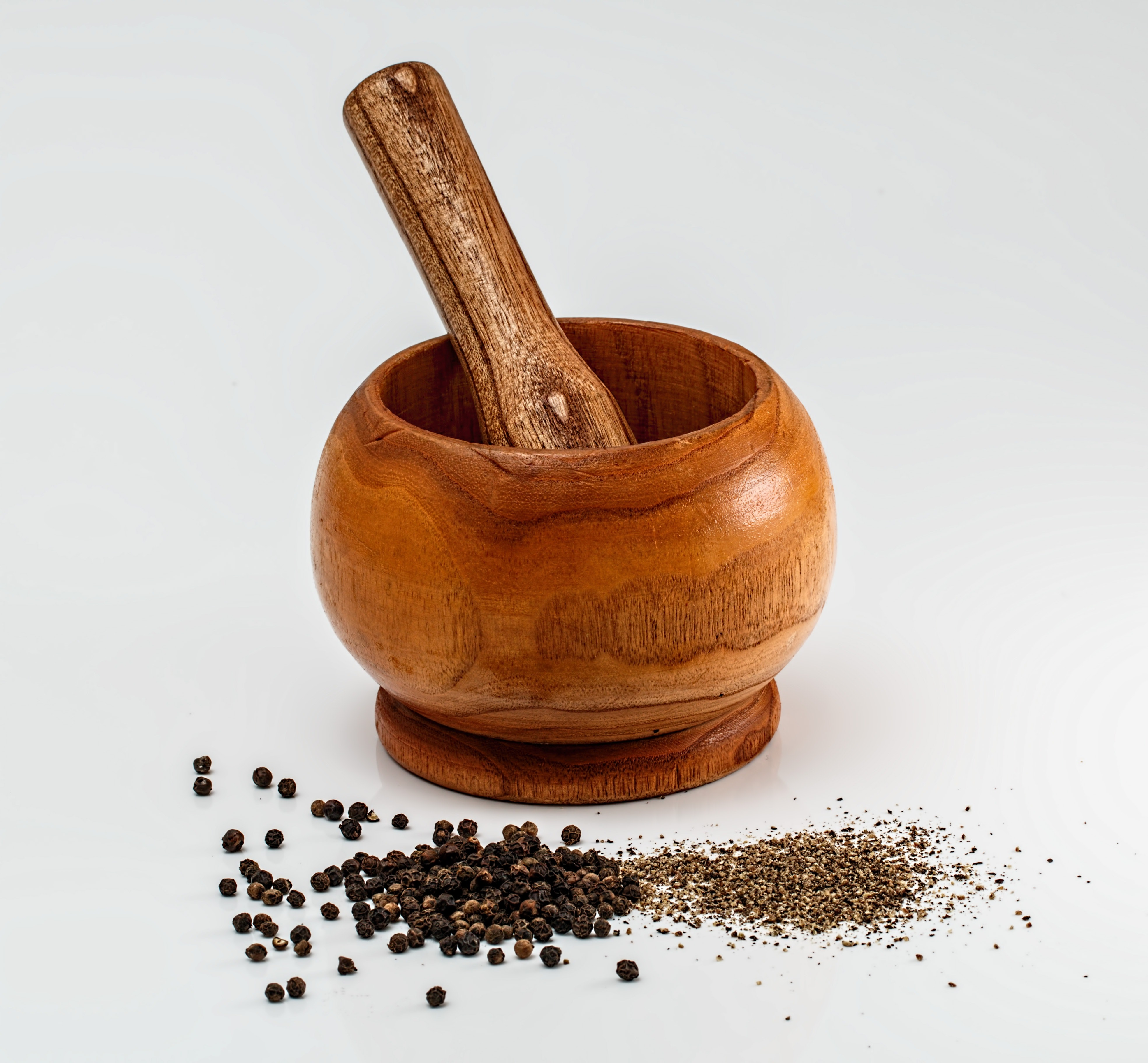 crushed black pepper in a bowl can be used as a natural remedy to gray hair