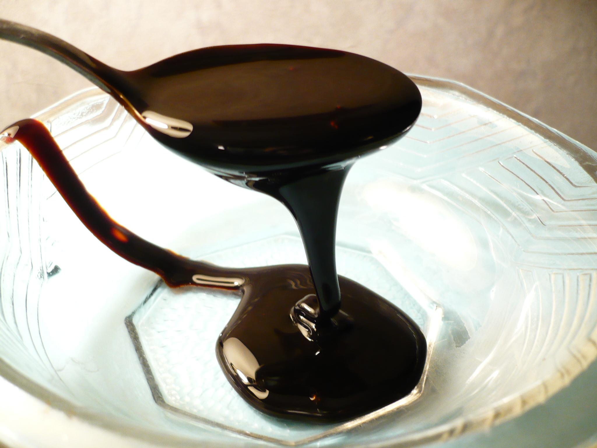 blackstrap molasses in a bowl as a natural remedy to gray hair