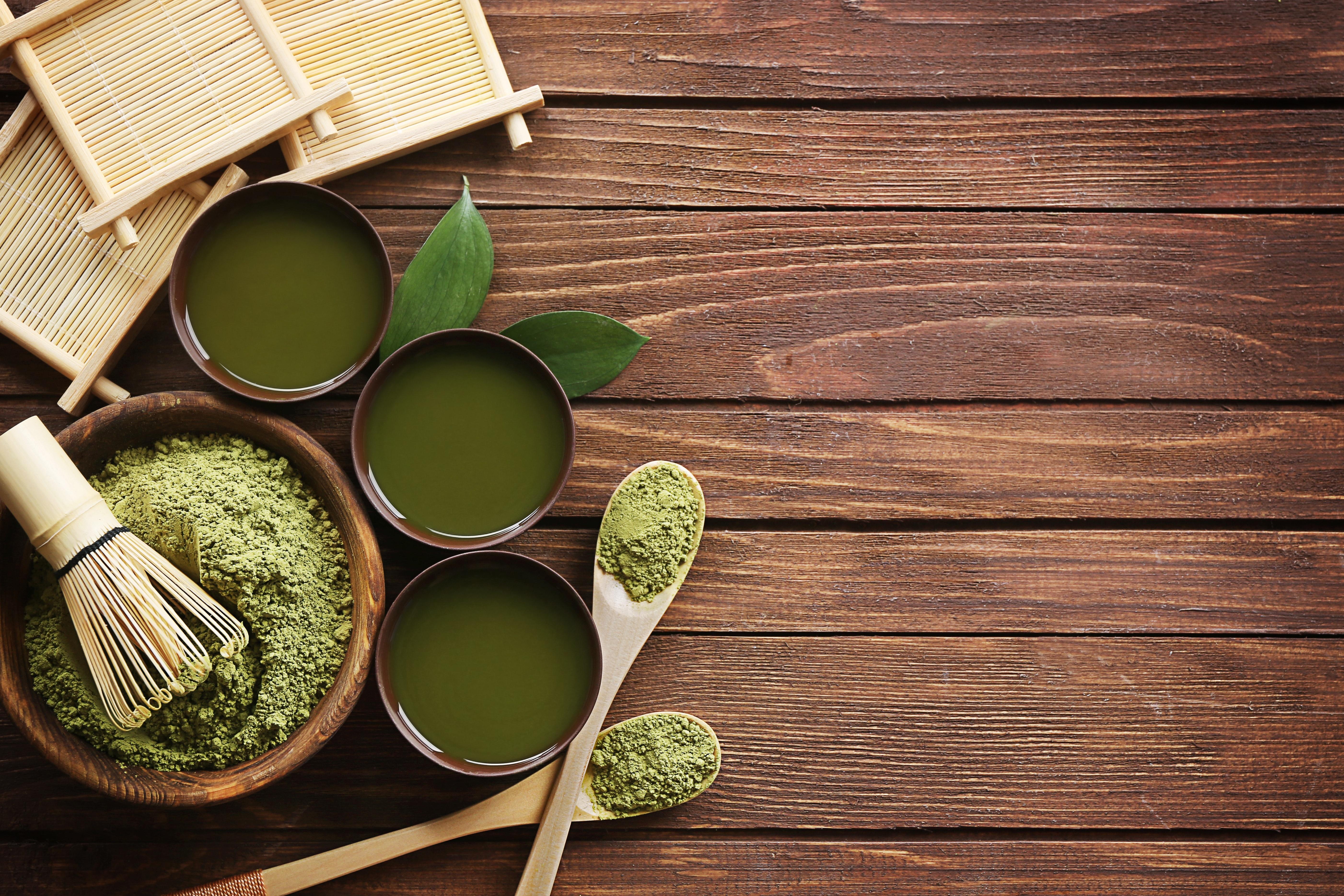 henna powder as a natural remedy to gray hair